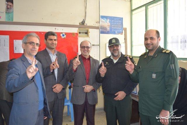 شرکت فرماندار و اعضای شورای تامین در انتخابات 7 اسفند