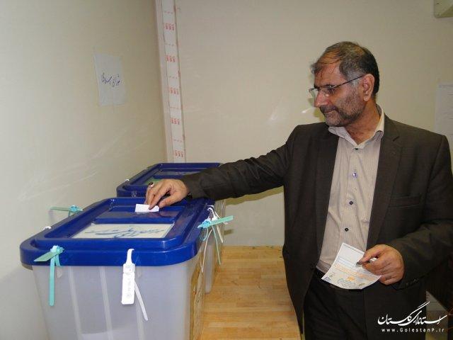 فرماندار شهرستان بندرگز رای خود را به صندوق انداخت